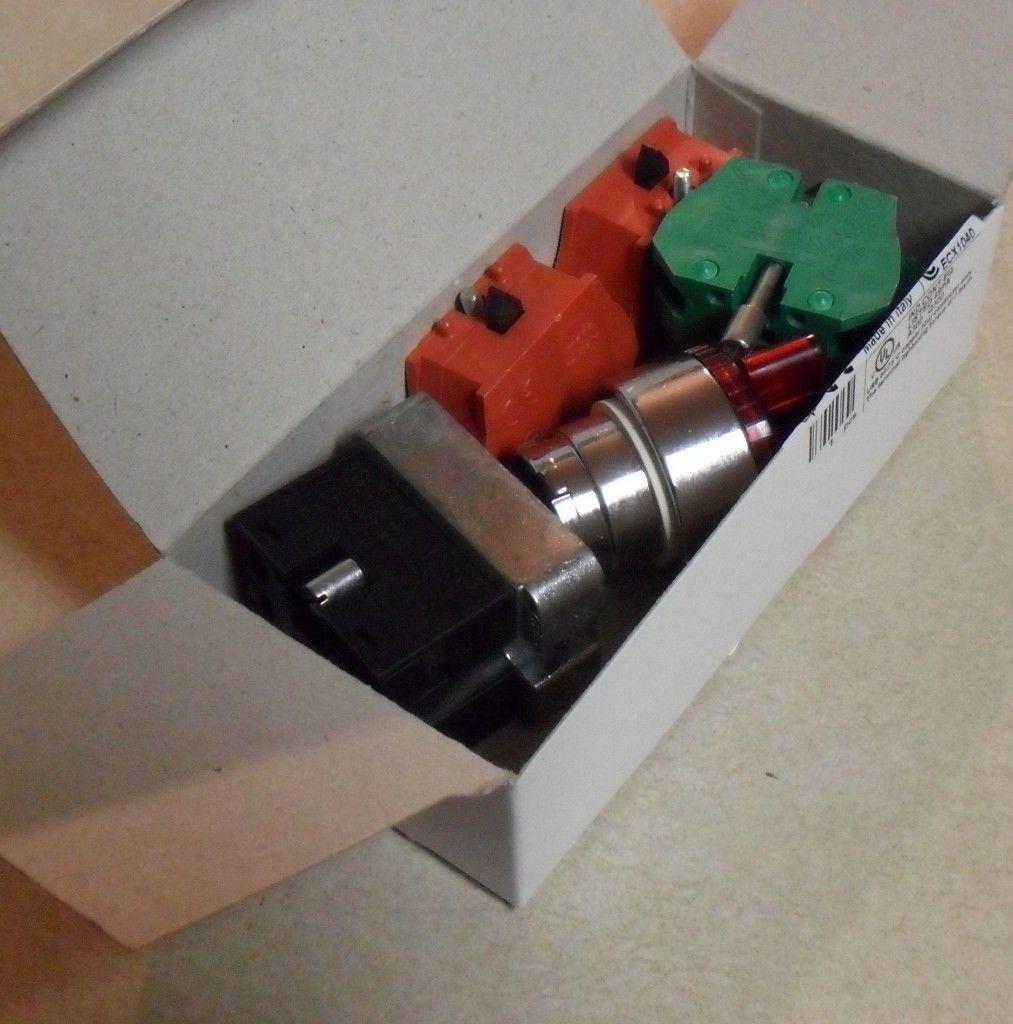 Automation Direct GCX1281-120L Red Selector Switch 3 Pos LED Illum  GCX1281120L