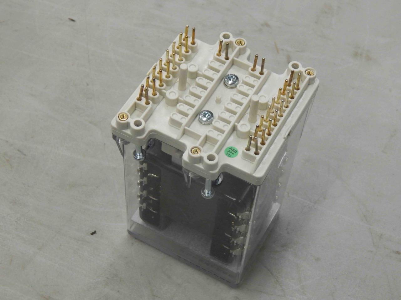 #1084 ABB RK 223 069-AD RXMH 2 Combiflex Relay 24V >NEW ...